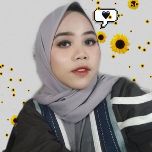Udah lama ga main makeup seheboh ini wk. Ternyata.... Aku banyak menyianyiakan makeup yang ada...Foundation: @nyxcosmetics_indonesia mesh cushion foundation shade true beigeBlush: @eminacosmetics yang violet berryHighlighter: @makeoverid yang ga abis-abisBrow: brow pencil @riveracosmetics yang brownEyeshadow: @wetnwildbeauty pake yg itemnya aja trs di bawah pake @sariayu_mt yang maroonLip: @absolutenewyork_id click glossy color shade toffee di tengahnya shade wine out...#Clozetteid #beautiesquad #BandungBeautyBlogger #bandungbeautyvlogger #tribeposts #makeup #nyxcosmeticsid #eminacosmetics #makeoverhiglighter