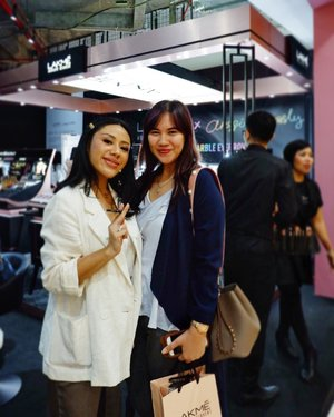 With @anggierassly congrats for your collaboration with Lakme 💐🌸 . . #laxmexanggierassly #byebyebadbrows #marbleousbrows #stylingtrendsetters #hwevent #timetravel #youdeservetobehappy  #workwithhappy #playwithhappy #neverstopplaying #dearbeautylove #clozetteid #zilingoid #lookbookindonesia #ootd #popbelaootd #changedestiny #daretobedifferent #borntolead #ajourneytowonderland #like4like #december #2018