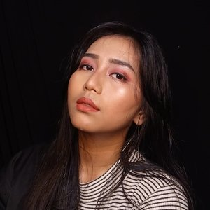 Itu used blood, sweat and tears for one take picture for instagram feed 😂  DEETS  @thebrowgal convertible brow 01  dark hair  @id.oriflame The one everlasting concealer 31166 light nude @beautyglazed Glitz glam eyeshadow  @mydarling_motivescosmetics Eyeliner  @beautytreatscosmetic Voluminous mascara  @benefitindonesia Porepfessional  @flormarindonesia Hd foundation 03 golden beige @pondsindonesia Bb magic powder @nyxcosmetics_indonesia face duo contour  @makeoverid riche glow highligther  @lookecosmetics holy lip cream gaia  #Clozetteid #charisceleb #IndoBeautySquad #MakeupInCrime #BeautyBlogger