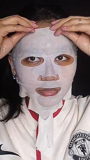 NARUKO Taiwan Magnolia Brigthening & Firming Series  Suka banget deh kalo setelah pake ini wajah aku langsung keliatan jadi lebih cerah dan kencang  Paling suka sama sheetmasknya yang ngecover sampai dagu, jadi selain ga gampang lepas ini juga bisa bantu wajah kita biar v shape kan hihi  Wangi lotion ex nya juga enak dan nyegerin jadi bikin bobo aku cepet pules  #playingwitharvi #naruko #narukoid #BeautyBlogger #beautybloggerreview #skincareroutine #jakartabeautyblogger #bloggerceria #clozetteid #beautyhauls #skincareaddict #booster #moisturizer #moisturising #moisturisingbooster #undiscovered_muas #sitibadriah #beautybloggerindonesia #indobeautygram #indobeautysquad #Bloggirlsid #JakartaBeautyBlogger #beautybloggerid #bloggermafia #sandiwaramuluarbiasa #nyxcosmeticsid #tampilcantik #lfl #sunscreen #mask #sheetmask