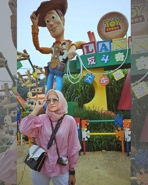 #When in #ToyStoryLand , Disneyland HK...#ClozetteID #Hijabootd #personalblogger #personalblog #IndonesianBlogger #lifestyleblog #Lifestyle #likeforlikes