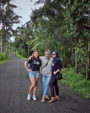 Para 'Gadis' pejuang AUM BNI AM 🤪🤪🤪 @myrnabramantyo @syilviana17 #BNIAMGoBeyondFaster . . . . #ClozetteID #personalblogger #personalblog #indonesianblogger #lifestyleblog #Hijab #likeforlikes