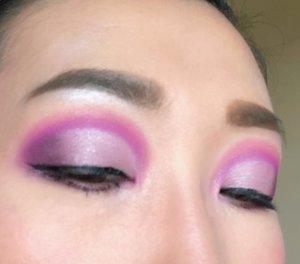 #makeuplook #eyemakeup #makeupideas #tampilcantik #beautybloggerindonesia #beginnermakeup #makeupbeginner #beautyentusiast #wakeupandmakeup #bunnyneedsmakeup #motd #clozetteid @clozetteid
