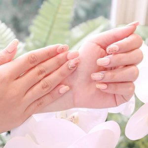 Spring-ready nails done by one and only @two.cents 💅 . . This well-known nails & lash extension home service from Jakarta is now available in Surabaya ✨ and now that I've experienced their service myself, I should admit that their work is definitely AMAZING 💖 . . As you know, my nails are super short and sad, and @two.cents did a very nice & strong extensions for my nails. TBH I do think this is the BEST nail extensions I've ever had in my life 👏🏻 The nailist paid full attention to every detail during the service & she did everything carefully and neatly as well. I really love how perfectionist she was, making sure that her creation is as close as possible to the reference I'd given Two Cents before 💖💖💖 she also double-checked my nails before the session's finished, ensuring that no foil/glitter particle pricking out of the top coat (that might accidentally hurt you later!!) and the nails' surface was smooth and even.  By the time you read this mini review, it's been 2 weeks since I had my nails done and their condition is still perfect, in-shape, and flawless!! Head to my IG story to see the proof 👆🏻 Thank you @two.cents for the amazing service & premium results 💖 if you guys are looking for the best beauty home service in Surabaya, look no more - @two.cents is the answer!!!! . Book their service now via Whatsapp: +62 812 31236836 or simply click here: ttps://bit.ly/2C0hDJd . .  #twocents #homeservice #homeserviceeyelash #homeservicenailart #gelnails #gelnail #nailart #nails #nailsofinstagram #homeservicesurabaya #nailextensions #clozetteid #honestreview #endorsement #bloggerindonesia #bloggerperempuan #sbybeautyblogger #surabayabeautyblogger #beautyblogger #indobeautygram #nails💅