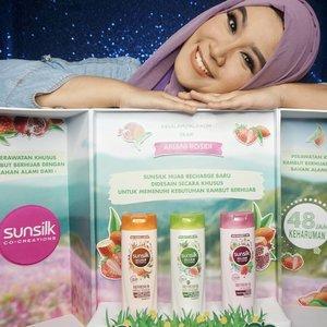 Alhamdulillah.. Seneng banget bisa jadi salah satu #SunsilkHijabSister yang cobain @sunsilkid Hijab Recharge baru...Ada 3 varian yang bisa disesuaikan dengan permasalahan rambut kamu : .1. Orange : Sunsilk Hijab Refresh & Hair Fall Solution . Untuk solusi rambut rontok.2. Hijau : Sunsilk Hijab Refresh & Anti Dandruff. Untuk solusi rambut berketombe3. Pink : Sunsilk Hijab Refresh & Volume. Untuk solusi rambut lepek..Karena rambut aku rontok, aku excited banget untuk pakai Sunsilk Hijab Refresh & Hair Fall Solution. Kesan pertama yang aku rasakan adalah rambut aku lembut, wanginya juga lembut dan segar beneran tahan lama seharian ( klaimnya bisa sampai 48 jam, tapi aku belum coba sih kalo sampe 48 jam, aku biasanya keramas sekali sehari gengs). .Sekarang kita bisa melakukan apa saja, wujudin semua impian dan cita-cita, #uncoverpossibilities, dan jangan takut untuk cover rambut kita , , biar Sunsilk yang merawatnya..#SunsilkHijabSister #Kesegaran48Jam#clozetteid