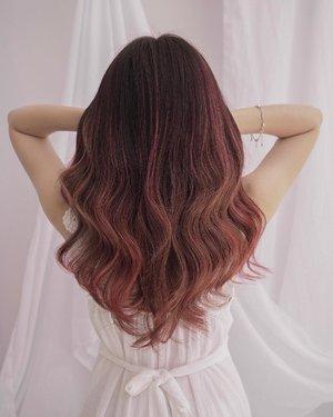 Yas! Perfect pink-coral hair by @houseofdavidsalon 💛 Aku udah tulis pengalaman lengkapnya di blog #castleindeairdotcom dibaca yaah ☺️.Anyway, aku akan bikin giveaway dalam waktu dekat bersama dengan @houseofdavidsalon ditungguu hihi! 🙈 #houseofdavidsalon #pinkhair #clozetteid