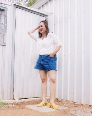🍃 You can never go wrong with white blouse and denim shorts!! -- Top from @mango  Denim Short from @supplierjeansjakarta  Heel sandals from @amazara.id  #clozetteid #theshonet #beautybloggerindonesia #beautygoersootd #lookbookindo #ootdblogger #amazarasquad