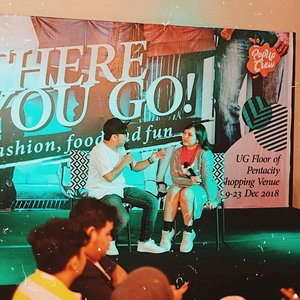 Had a super quick/spontaneous talk about Blogging journey with ka @chokynugroho at fashion, food and fun event @thereyougo.bpn last week 😆 . . . My third time being guest speaker. Sungguh pengalaman yang sangat berharga, disaat selalu merasa gk cocok/minder berbicara di depan umum karena merasa cuma pintar menulis saja, malu-malu kucing untuk jadi pembicara tapi di tahun 2018 sudah 3 kali menjadi pembicara tentang dunia yang aku tekuni sekian lama, I'm blessed and Jesus is too good 💜 . . . #beauty #blogging #beautybloggers #clozetteid #talkshow