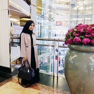 Remember, self confidence is the best outfit 😉 . Enjoy your long weekend 💕💕📷 @nrlbadriyah.#ClozetteID #hijab #ootd #hijabootdindo #hijabstyleindonesia #morningquotes #HOOTDDuaHijab #duahijabtrans7