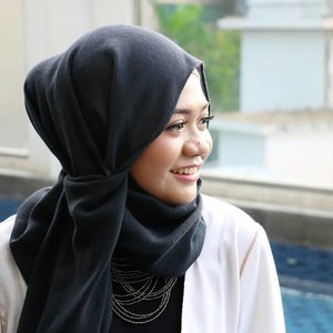 Keep smiling, because life is a beautiful thing and there's so much to smile about.- Marilyn Monroe -....#lifestyle #gadzoticastyle  #candid #hijab #hijaberindo #hijabersurabaya #hijabstyle #photography #hijabootd #hijabootdindo #hijabootdindonesia  #훈녀 #옷스타그램 #패션 #데일리룩 #hijabinfluencer @lookbookindonesia #lookbookindonesia #bbloggerid  #beautybloggerid #influencer #fashioninfluencer #photography #positivevibes #qotd #clozetter #clozetteid