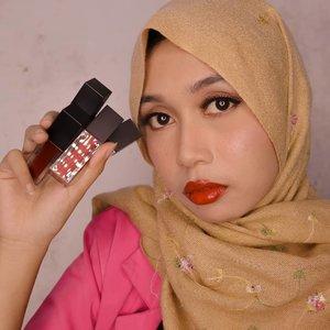 "Maafkan enggak senyum.Itu, swatch & review singkat lip tint @altheakorea udah ada di story. Di highlight juga ada, yang judulnya ""Althea Excl"". Lihat lah, bikin swatchnya sesorean banget ni...#altheamakeup #beautiesquad #semarangbeautyblogger #altheaangels #altheakorea #clozetteid"