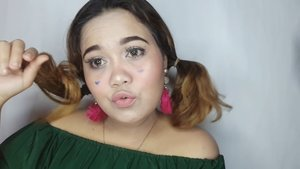 Yeay! kali ini aku joim di @beautyranger.id hand makeup challange. kali ini aku ketantang bgt makeup tidak menggunakan beauty blender bahkan brush sekalipun NOO!! Tapi mon maap yak temen temen kalo pas penggunaan highlighter saya menggunakan brush, dikarenakan LITERALLY susah bgt + highlighter cream aku gatau aku taro mana hehehe . . . Product details: @mazaya.indonesia serum @laqlanc_cosmetic suncream @catrice.cosmetics foundation @wetnwildindonesia concealer @nyxcosmetics_indonesia contour @mizzucosmetics eyeshadow @rachgoddard canggu highlighter @poppydharsonocosmetics @posybeauty.id lipstick @jafra_id blush . . . Enjoy watching :) #beautyranger #beautyrangerchallange @beautyranger.id @bunnyneedsmakeup #tampilcantik @tampilcantik #indobeautygram @indobeautygram #bvloggerid @bvlogger.id #indobeautysquad @indobeautysquad #beautychannelid @beautychannel.id @beautycollabgram #beautycomunita @beautycomunita #beautygoersid @beautygoers #beautynesia @beautynesia.id #makeuphasnosize #makeupwakeup #makeupreview #makeuptutorial #bloggermafia @bloggermafia #ClozetteID #clozette @clozetteid #BeautyblenderID #linerandbrowsss #fakeupfix #asiangirl #sarange #clozetteID