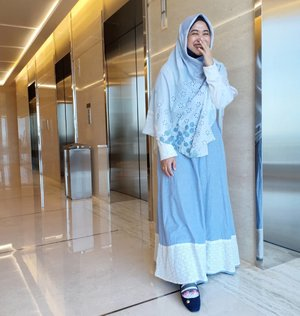 Laugh a lot, it's good for your health. Mmm mental health especially. 😆..#clozetteid #clozettehijab #clozettedaily #starclozetter #ootd #wiwt #hotd #fashion #love #life #hijabootdindo  #swingdress #workingmom #socialmediamom #pastel #denim #teamOPPO #OppoF7 #LisnaSays👍