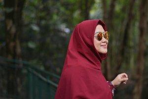 Udah ikutan #GiveawayAndiyaniAchmadXLisnaDwi beluuuum? Masih banyak waktu buat ikutan lho, mention teman kamu yang banyak juga boleh kok, hohoho. ❤️💙..#clozetteid #clozettedaily #clozettehijab #portrait #starclozetter #nikonphoto #NikonD5200 #clozettehijab #hijabfashion #love #socialmediamom #life #workingmom #bokeh #bokehphotography #hijabi #hijabpop #rayban #sunglasses