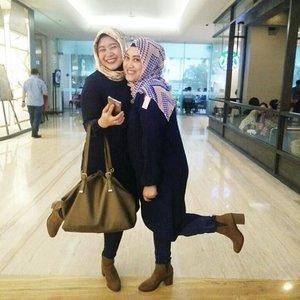 Emak2 majelis taklim mana sik ni girang amat, hahahaha. #clozetteid #clozettehijab #ootd #hotd #blackonblack #denim #tunic #navy #vest #hijabootdindo #hijabstyle #hijabfashion #wiwt #modestfashion #diaryhijaber #hijaboftheworld