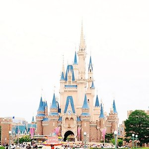 Is it only me who is getting excited to see this beautiful castle? I guess, being old never really get me over the princess and cute things like this 😂........#clozetteid #clozetter #fotd #ootd #outfitoftheday #picoftheday #bblogger #japan #wheninjapan #style #lifestyleblogger #quotes #motd #fashion #lookbookindonesia #smile #f4f #loves #like4like #castle #cutethings #canon #blogger #travelinjapan #disneyland #tokyodisneyland