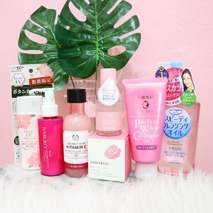 🌼 PINK THEME SKINCARE 🌼  Bring my favorite color, pink into my daily skincare routine just because I can't resist the packaging 😁 There's some products that I haven't tried in this pic bcus all my skincare take turn. Finish one, then I can open one. How about yours? ☺ 🌿 dets: ▫Kose Softymo Cleansing Oil Speedy ▫ Senka Perfect Whip in Collagen ▫ Innisfree Real Rose Mask ▫ Aritaum Real Pure Peeling Booster ▫ The Body Shop Vitmanin E Booster Lostion ▫ Naruko Rose & Botanic HA moisturizer ▫ Biore UV Rich Essence Botanical Peony . . . . . . . . . #ellskincare #abcommunity #potd #instabeauty #koreancosmetics #instabeauty #rasasianbeauty #koreanskincare #clozetteID #clozette #clozetter #dryskinfighter #kbeauty #japaneseskincare #skincareroutine #glowingskin #skincareaddict #beautyblogger
