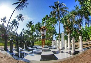 Don't be a pawn ♙ in somebody's game 😉 #pawn #chess #Lombok #Indonesia #WonderfulIndonesia #pesonaIndonesia #skyporn #trees #coconuttree #monochrome #outdoor #ootd #ootdindo #ootdshare #shortjeans #hat #whiteshirt #tshirt #fashion #lifestyle #travel #travelinstyle #traveller #traveling #holiday #clozetteambassador #clozetteID @clozetteid