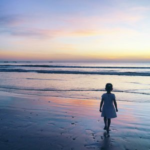 I'm craving for tomorrow's sunset twilight😍😍 See you very soon, Bali 😘😇 #child #sunset #twilight #beach #beachsand #sky #skyporn #bali #Indonesia #PesonaIndonesia #wonderfulIndonesia #traveling #traveler #travel #nature #naturelovers #photooftheday #pictureoftheday #photography #photographer #clozetteid