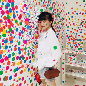 Still from @yayoikusamas Life is The Heart of a Rainbow 🌈 this is by far my favorite installation of them all: The Obliteration Room 💕 one can never feel unhappy here everything is so colourful that you suddenly feel the rush on joy !! . . - Wrote my little experience to @museummacan on the blog. Head over for a some tips you better know before visiting 😉 . . . . . #ggrep #art #yayoikusama #clozetteid #style #colourful #dots #braids