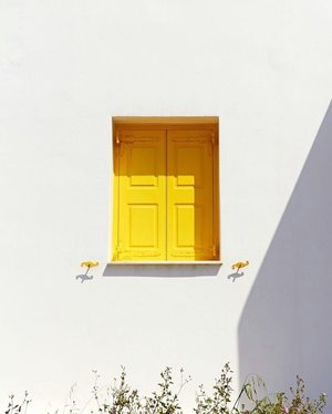 Bring your own sunshine ☀️ btw have you joined my #giveaway? Check my previous post with red 👄 ..-Picture credit: pinterest ❤️....#exploretocreate #clozetteid #yellow #style