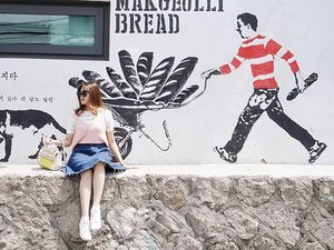 Wrong timing 😬 went there to see the drawings on the stairs, but it was under construction -_- #istellainseoul #서울 #한국 #koreatrip #travelkorea #스트릿패션 #kfashion #koreanfashion #travelinkorea #explorekorea #spring #봄 #traveling #clozetteid #clozette