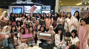 SERU BANGET tadi main main makeup bareng @byscosmetics_id dan temen temen blogger/vlogger/influencer 😍😍 Makasih banyak yg udah hadir & nyobain palette BERRIES2 🍇🍓💕 . . . . . . . . . . . . #makeup #makeuptutorial  #wakeupandmakeup #tutorialmakeup #flovivi #makeupvideo #inspirasicantikmu #muajakarta #makeupoftheday #makeupforbarbies #mua  #100daysofmakeup #slave2beauty #allmodernmakeup #beautybloggerindonesia #tampilcantik  #clozetteID #ivgbeauty #bunnyneedsmakeup #makeuptutvid #tutorialmakeuplg #ragamkecantikan #cchannelbeautyid Jangan nyolong hashtag dong🙅🏻♀️ 🌺🌺🌺 @beautybloggerindonesia @bunnyneedsmakeup @cchannel_beauty_id @beautilosophy @tampilcantik @indobeautygram @bvlogger.id @indovidgram @tips__kecantikan @wakeupandmakeup @bloggermafia @setterspace @popbela_com @zonamakeup.id @ragam_kecantikan @inspirasi_cantikmu
