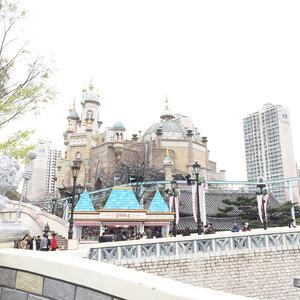 [Swipe] A place where you suddenly start thinking about your dream 🏰.-#LotteWorldAdventure #Seoul #amusementpark #themepark #castle #ClozetteID