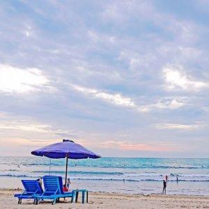 Sunset, at its best moment 🌥.--📍 Kuta Beach, Bali#traveldiary #beach #holidayvibe #ClozetteID