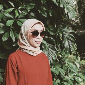 -Salam Hari Minggu-🌟Met hari minggu gaes,....Jangan lupa bahagia, kalau lupa ... sini aku bahagiain. 😬🤭.................#clozetteid #fashion #fashionstyle.#hijabfashion #hijabi #hijabootd #hijabindonesia #hijabootdindo #ootd💗  #fashionista #fashionable #bloggermakassar #fashionblogger #bloggerlifestyle #bloggerslife #hijabinsta #localbrand #localbrandindonesia #indonesiafashionblogger #bogorhits #vscofilter #kebunrayabogor #vscoedit #instagramers #bloggerindonesia #ootdindokece