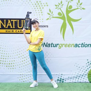 """Earlier today attending #NaturGreenAction """"Peduli Alam"""" with @backtonatur It's so FUN there are zumba performance, hair check, photo booth, games & craziest doorprizes!.So let's #BackToNatur 😘.#NaturGreenAction #BackToNatur #KuatDariAkar #Clozetteid #potd #style #lifestyle #ootd"""