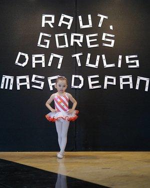 "My little balerina dance as Gulali at ""Bermimpi & Berkarya""  @namarina_dance_academy.#balerina #kids #cute #Style #lifestyle #kids #Clozetteid #namarina #namarinadanceacademy #namarinayouthdance"