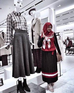 Liburan di rumah aja hrs legowo sama keadaan rumah yg brantakan mulu krn nakanak 😆rasanya pgn pura2 jd mannequin freeze the time biar bs istirahat sikit 😂💃🏼 . . Yang liburan di rumah aja mana suaranyaa 😂😂 #nyaritemen . . #momoftwo #momoftwogirls #clozetteid #motherhood #instamom #instamotherhood #hijabstyle #hijabfashion  #hijabmom #holiday #stylehijab #hijabootd #momlife #mom #weekend #weekendvibes