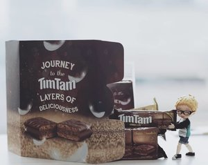 Not even Tsukki can resist the layer of deliciousness of this new #TimTam! The selected cocoa beans covering its crunchy biscuit is absolutely delightful for a sweet tooth like him (and me. Mainly me. I had to fought him tooth and nail to pry these delicious treats away from his little hands)#TimTamxClozetteID #ClozetteID
