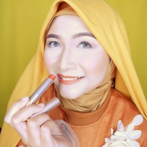 Pemilihan warna lipstick yang tepat bisa bikin mood mu beraktifitas jadi bagus looo, kalo aku hari ini  pakai Insta Perfect Mattetitude Lipstick yang shade 01 dari @wardahbeauty , kamu pakai apa? #HalalDariAwal #brushedbyedelyne #makeup #clozetteid #naturalmakeup