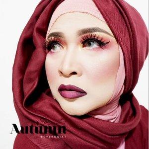 "Selamat pagii... Nah ini makeup aku untuk makeup collaboration bareng genk cewek2 ketjeh @kbbvbyacb.Tema kolab kita kali ini adalah "" Autumn "".Buat kalian yang mau tau banner makeup kita boleh lihat foto setelah ini yaa. #makeupbyedelyne #khalilunamakeup #kbbvmember #kbbvbyacb #kbbvfeatured #autumnmakeup #makeupideas #makeuplook #hijabandmakeup #makeup #mua #makeupartist #starclozetter #clozetteid"