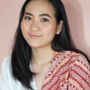 One brand makeup tutorial using @deborahmilano_id , cocok buat buka puasa bareng mantan! Softlense : @x2softlens ........#clozetteid #ggrep #jenntan #jennitanuwijaya #beautynesiamember @beautynesia.id #kbbvfeatured @kbbvbyacb #beautiesquad @beautiesquad #beautyinfluencerjakarta #bloggermafia #indonesianfemaleblogger #tampilcantik @tampilcantik #beautychannelID @beautychannel.id #teambeautyvlogid @teambeautyvlogid #fdbeauty #indobeautysquad @indobeautysquad #jenntanmakeup #zonamakeupid @zonamakeup.id #beautygoersid  @beautygoers #setterspace @setterspace