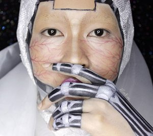 I called it Cyborg of the White Planet.Aku upload ulang video tutorial make up ini di channel Youtubeku karena video yang lama editannya seadanya aja.. heheheTonton video ini yaa man-teman! Klik aja link yang ada di profile akuh~#allseebee #clozetteid #cyborg #facepainting #bodypainting #faceawardsindonesia
