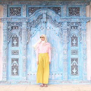 'And find the place where every single thing you see, tells you to stay'...#ootd #whatrimawear #ootdindo #ootdhijabindo #dailyootd #hijabootd #blogger #bloggerstyle #bloggerlife #clozetteid #starclozetter #fashionblogger #ootdblogger #explorebogor