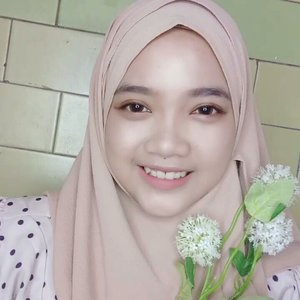 SPRING MAKEUP Tutorial (No Eyeliner).Seperti biasa, aku bikin makeup tutorial tanpa eyeliner wkwk. Ternyata pake eyeliner dari eyeshadow hasilnya jauh lebih natural buat mata double eyelid kaya aku. ..Products :@maybelline Fit Me Concealer - Shade 25@silkygirl_id Natural Brow Pencil - Dark Brown@silkygirl_id Matte Junkie Lip Cream - Shade Darling@silkygirl_id Big Eye Waterproof Mascara@maybelline The Powder Matte Lipstick - Make Me Blush@beautycreations.cosmetics Eyeshadow Palette (Tease Me)@eminacosmetics Cheeklit Pressed Blush - Bitter Sweet..#ragam_kecantikan #makeuptutorial #koreanmakeup #indobeautygram #indobeautyvlogger #wakeupandmakeup #makeupoftheday #beautybloggerindonesia #ivgbeauty #glowingskin #makeuplife #tutorialmakeup #indovidgram #indonesianbeautyblogger #makeupvideoss #makeupcoach #1minutemakeup #tampilcantik #bunnyneedsmakeup #beautyvloggerid #koreanmakeup #minivideomakeup#beautyvloggerindonesia #indobeautymakeup #clozetteid @beautybloggerindonesia #CChannelBeautyID @indobeautygram @indovidgram @bunnyneedsmakeup @bvlogger.id @ragam_kecantikan @tampilcantik @makeupgalss @beautychannel.id @indobeautymakeup @cchannel_beauty_id @clozetteid