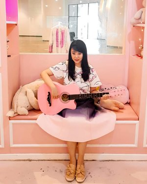 Playing guitar in this pink cafe? .  Check out myculinarydiary.com for more awesome post #sisytravelingdiary . . . . . . . #ootd #photooftheday #beautifuldestinations #malaysia #lookbook #pink #wiwt #asian #fashionblogger #outfitoftheday #korean #ootdindo #pinkvibes #prettycorner #neautiful #pinkcafe #unicorn #minimalism #flatlays #selfportrait #instafood #fashionindo #postthepeople #decor #architexture #clozetteid