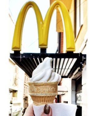 Trying McD's ice cream cone (aka Kühla in Turkey). The texture is chewy and more milky than the one in Indonesia. Much tastier!.Check out myculinarydiarycom.wordpress.com for more awesome post! Link is on my bio and my Zomato/Jessica Sisy or Pergikuliner/Jessica Sisy for more food reviews#myculinarydiary #clozetteid #sisyeatingdiary..........#food#icecream#turkey#mcdonalds#makananenak#streetfood#cheese#pedas#jajanenak#jajanmalam#foodporn#foodgasm#jajananpasar#kulinerjakarta#murahmeriah#food#foodpic#foodstagram#instafood#delicious #instapic #picoftheday#nomnom