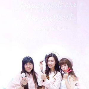 Happy girls are the prettiest 💕On pinky frame with the bunnies @mgirl83 and @deuxcarls I'm working on a New post, soon will be airing! Stay tune and turn on your notification 🌸 Have a great holiday all~