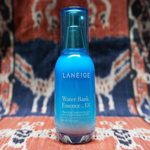 [QUICK MINI REVIEW]This Water Bank Essence_EX is definitely one of my favorite beauty essences. With a watery texture, this essence doesn't make my skin oily at all--which I was quite afraid of when first using this product. I took picture of this product with my favorite Sumba textile to remember the wonderful #RefillMe journey that I had with @laneigeid last year. It was indeed one of my favorite trips of 2016, and Laneige Indonesia generously gave me some of their favorite products including this essence. The one I have right now is about to be finished, so I'm saving my money to buy the new bottle. ✨#thejournale #thejournalereview #laneigeid#clozetteid