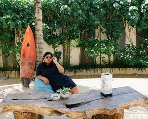 Sante donk. Ngegas mulu. Sini main sama tante, nanti tante jajanin kinder joy deh.  #vinapiknik . . . #weekenvibes #islandlife #balilife #hotelinkuta #blisssurferhotel #smile #weekenvibes #holidays #clozetteid #relax #happy #plussizebali #plussizeootd #plussizeindonesia #plussizestyle