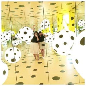 When Vina and Vini tried to fit in.#vinaootd #vinapiknik...#bigsize #bigsizeootd #bigsizeindonesia #plussizefashion #plussizeindo #ootdindo #clozetteid #bali #ootdindo #outfit #outfitoftheday #chic #smile #chicstyle #jakarta #yayoikusama #yayoikusamaexhibition #museummacan #polkadot #yellow #mirrorselfie