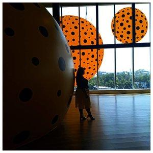 Me before you.#vinaootd#vinapiknik...#bigsize #bigsizeootd #bigsizeindonesia #plussizefashion #plussizeindo #ootdindo #clozetteid #bali #ootdindo #outfit #outfitoftheday #chic #smile #chicstyle #jakarta #yayoikusama #yayoikusamaexhibition #museummacan #polkadot #backlight #sky