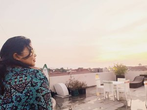 The first stab of love is like a sunset, a blaze of color -- oranges, pearly pinks, vibrant purples.  Yes, I think sunset is prettier than sunrise. . . . . 📸 @hndradesu  #vinapiknik #vinaootd . . . #clozetteid #sunset #pool #rooftop #ootdfashion #clozetteid #ootdindo #ootdfashion #plussizeootd #plussizestyle #plussizefashion #plussize  #plussizeindonesia #plussizebeauty #bigsizeindo  #bigsizemodel #bigsizeindonesia #holiday #throwback #plussize #plussizebali  #plussizeinpiration  #bigsizebali #happy #afterrain