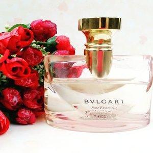 Rose essentielle🌸 #finefragrance #COTW #clozetteid #bvlgari #roseessentielle #potd #pinkuroom #fragrance #perfume #girls #roses #bbloggers #beautyblogger #instagood #instafamous