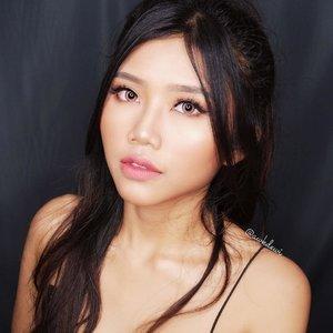 Tante dewi Kembali~ 😂🤣 klo yg ini gmna? Berhasil gk western makeup nya? Apa ttp korea lg?😂 Btw nnt ada video tutorialnya ya🖤 . #indobeautygram #indobeautyvlogger #Indobeautyblogger #openendorse #indonesianfemaleblogger #likeforlike #lfl #endorsement #jakartabeautyblogger #vloggerjakarta #beautyvloggerjakarta #makeup #beautynesiamember  #bvloggerid #beautysquadid #ivgbeauty #bunnyneedsmakeup #indobeautysquad @bunnyneedsmakeup @indobeautysquad @ragam_kecantikan @tampilcantik #tampilcantik #clozetteid @makeup_clips #makeupclips @tips__kecantikan #tutorialmakeuplg #100daysofmakeupchallenge #100daysofmakeup @100daysofmakeup #pictureperfect #underratedmuas